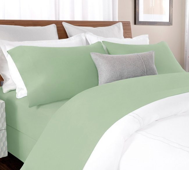 Delicately Woven percale sheet set in Spruce Green
